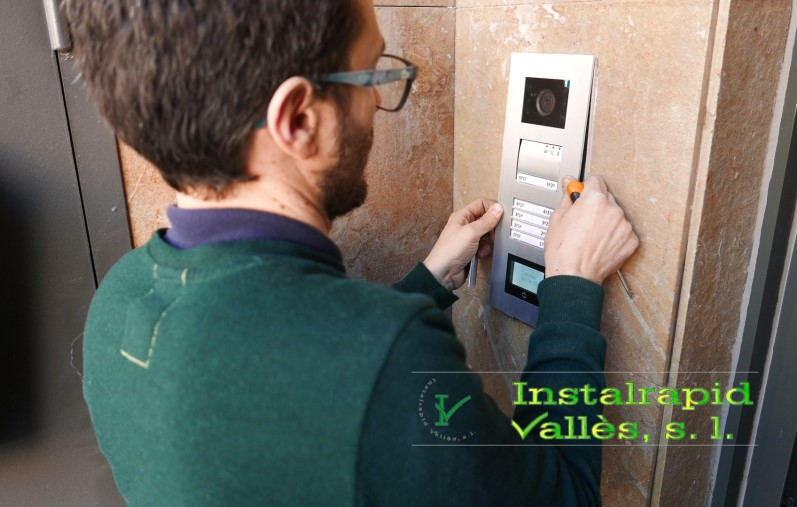 Vídeo porteros digitales ABB Niessen, instalaciones profesionales en Barcelona, Instalrapid Vallès